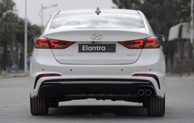 Bán Hyundai Elantra năm sản xuất 2019, giá chỉ 705 triệu4