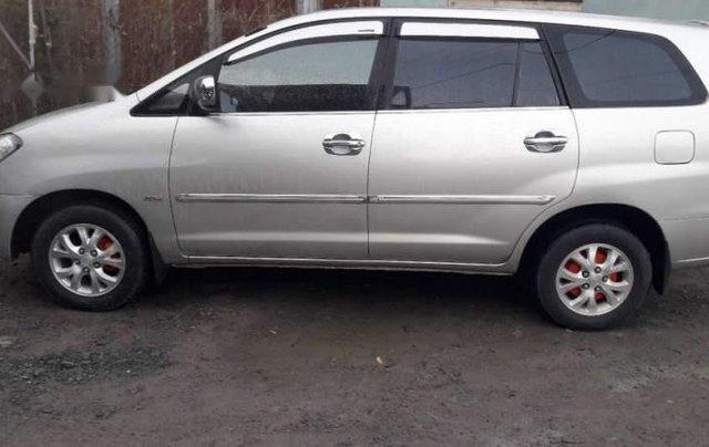 Cần bán Toyota Innova đời 2007, màu bạc còn mới, 330tr0