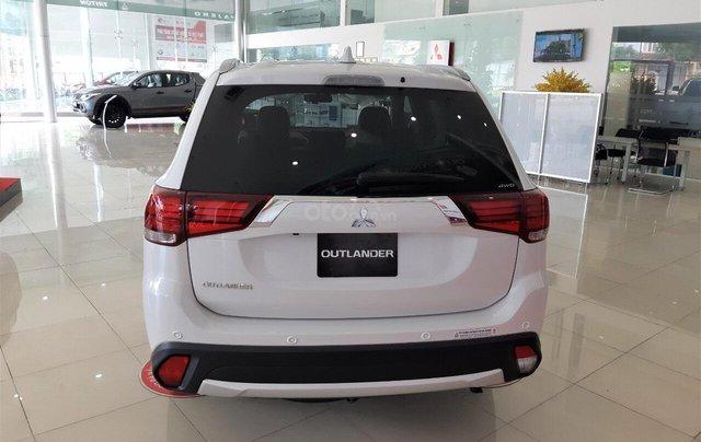 """""""Hot"""" Bán xe Mitsubishi Outlander 2019, 7 chỗ, tiết kiệm, trả góp 80%, liên hệ: 0935.782.728 để nhận nhiều ưu đãi3"""