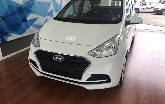 Bán Hyundai Grand I10 sedan Base trắng giao ngay, lấy xe chỉ với 120tr, hỗ trợ đăng ký Grab! LH: 0903 17 53 120