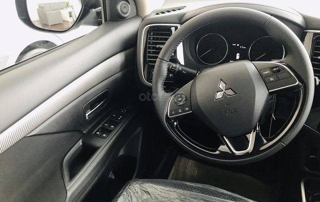 Bán xe Mitsubishi Outlander 2.0 CVT năm sản xuất 2019, trả góp 80%, liên hệ: 0969 496 596 để nhận nhiều ưu đãi8
