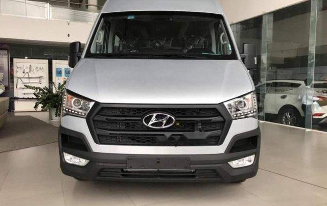 Bán ô tô Hyundai Solati năm 2019, màu bạc0