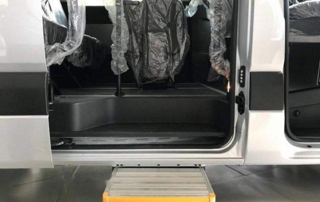 Bán ô tô Hyundai Solati năm 2019, màu bạc4