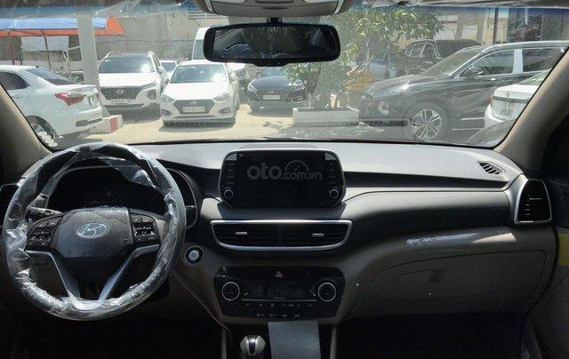 Bán Hyundai Tucson 2.0 full xăng 2019, màu đỏ, giao ngay, tặng bộ phụ kiện cao cấp. LH: 0977 139 3122