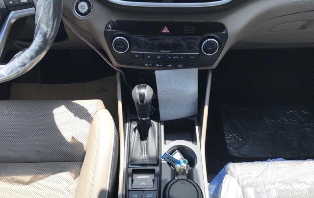 Bán Hyundai Tucson full xăng đỏ giao ngay nhận xe ngay chỉ với 200tr, LH: 0977 139 3121