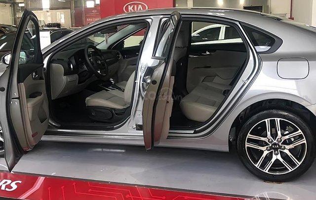 Bán Kia Cerato 1.6 AT Delu đời 2019, màu bạc1