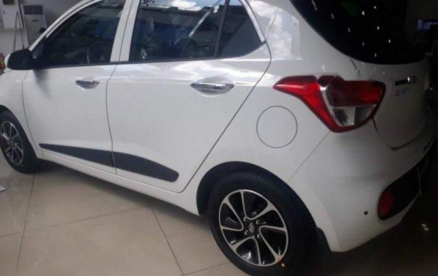 Cần bán xe Hyundai Grand i10 AT đời 2019, màu trắng, giá chỉ 405 triệu2
