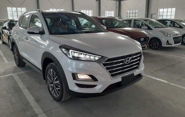 Bán Hyundai Tucson Facelift sản xuất 2019, màu trắng, giá 940tr1