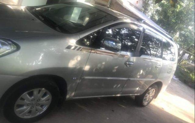 Bán Toyota Innova G năm 2011, màu bạc chính chủ5