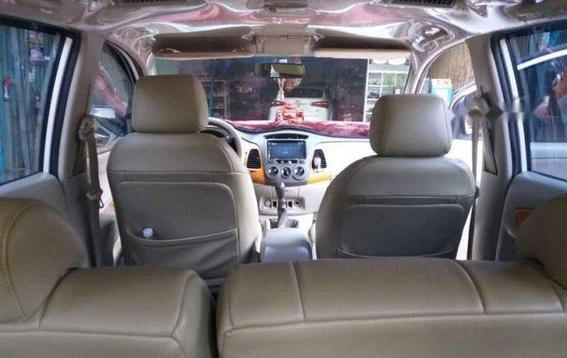 Cần bán Toyota Innova G 2010, màu trắng xe gia đình, giá 325tr4