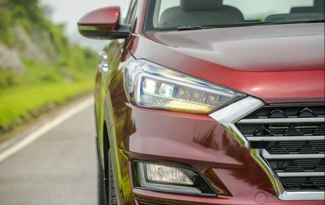 Cần bán xe Hyundai Tucson năm sản xuất 2019, màu đỏ4