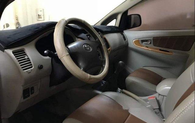 Bán gấp Toyota Innova G sản xuất năm 2010, màu bạc còn mới2