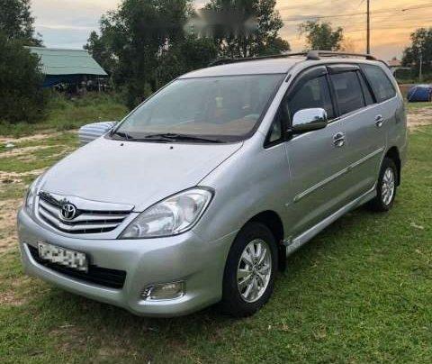 Cần bán Toyota Innova G sản xuất 2010, màu bạc, nhập khẩu xe gia đình0