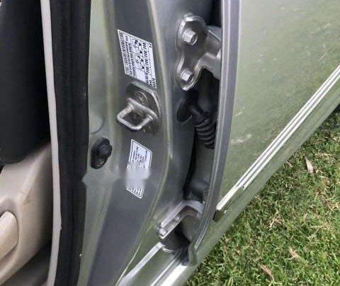 Cần bán Toyota Innova G sản xuất 2010, màu bạc, nhập khẩu xe gia đình4