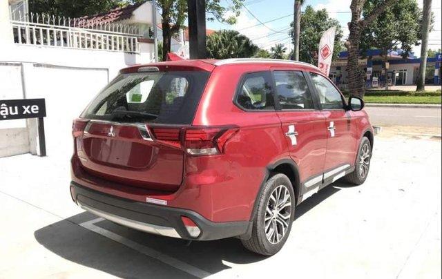 Bán xe Mitsubishi Outlander sản xuất năm 2019, màu đỏ, 807.5 triệu2
