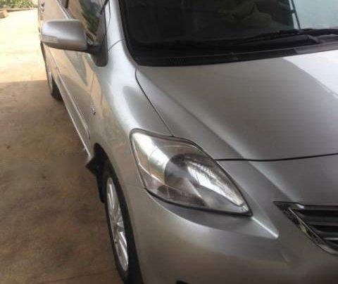 Cần bán lại xe Toyota Vios năm 2010, màu bạc0