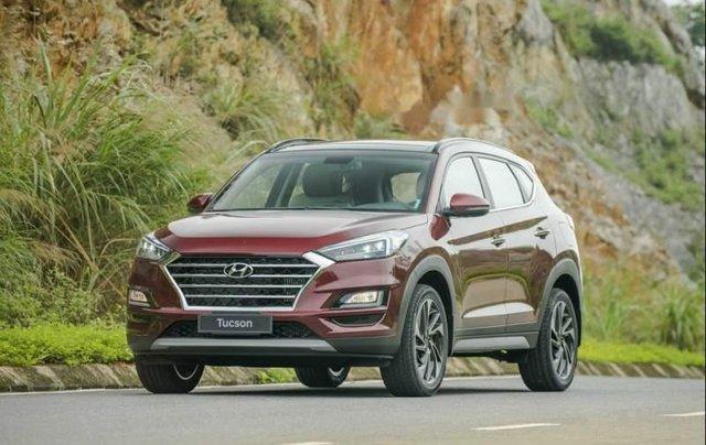 Cần bán xe Hyundai Tucson năm sản xuất 2019, màu đỏ0