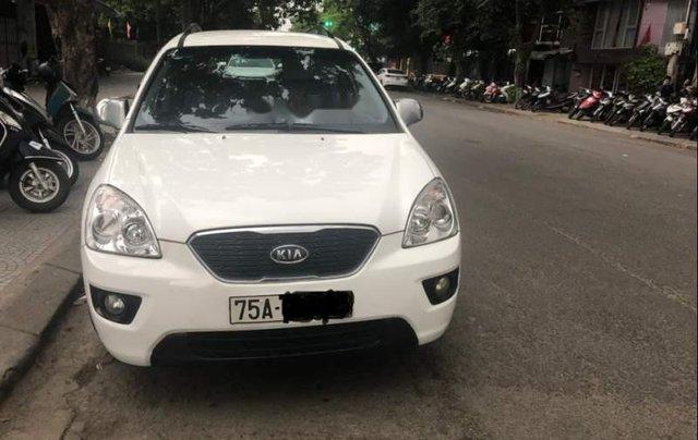 Cần bán lại xe Kia Carens sản xuất 2011, màu trắng xe gia đình0