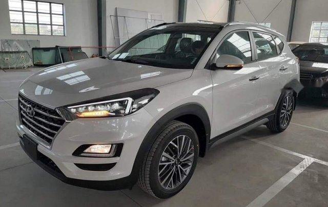 Bán Hyundai Tucson Facelift sản xuất 2019, màu trắng, giá 940tr0