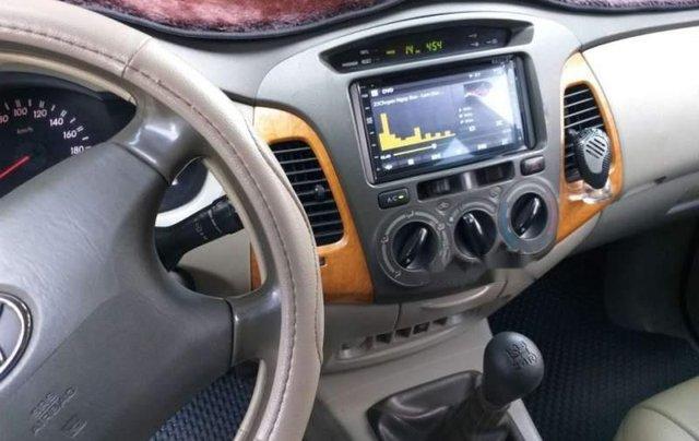Cần bán Toyota Innova G 2010, màu trắng xe gia đình, giá 325tr1
