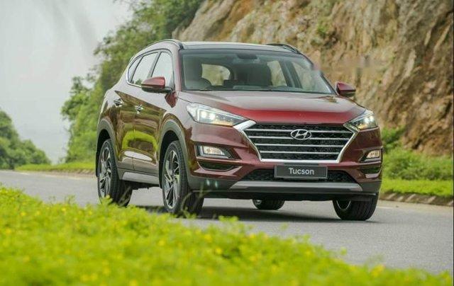 Cần bán xe Hyundai Tucson năm sản xuất 2019, màu đỏ5