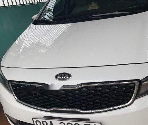 Bán Kia Cerato năm sản xuất 2018, màu trắng, giá tốt0