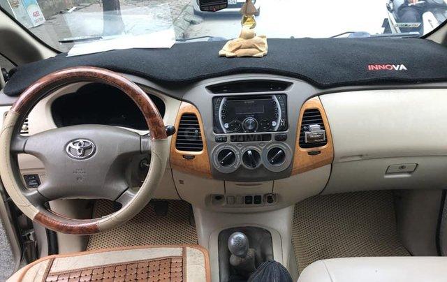 Nhà mình cần bán xe Toyota Innova 2008 số sàn màu nâu vàng4