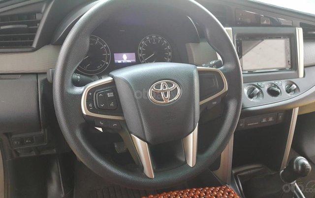 Bán Toyota Innova 2.0E màu nâu titan, số sàn, sản xuất 2018 xe như mới6