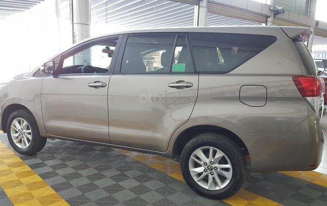 Bán Toyota Innova 2.0E màu nâu titan, số sàn, sản xuất 2018 xe như mới10