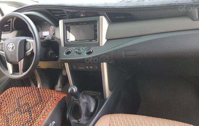 Bán Toyota Innova 2.0E màu nâu titan, số sàn, sản xuất 2018 xe như mới8