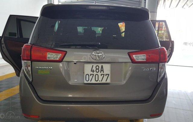 Bán Toyota Innova 2.0E màu nâu titan, số sàn, sản xuất 2018 xe như mới9