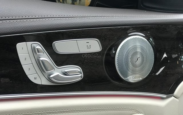 Cần bán Mercedes E250 sản xuất 2018, màu đen Hà Nội8