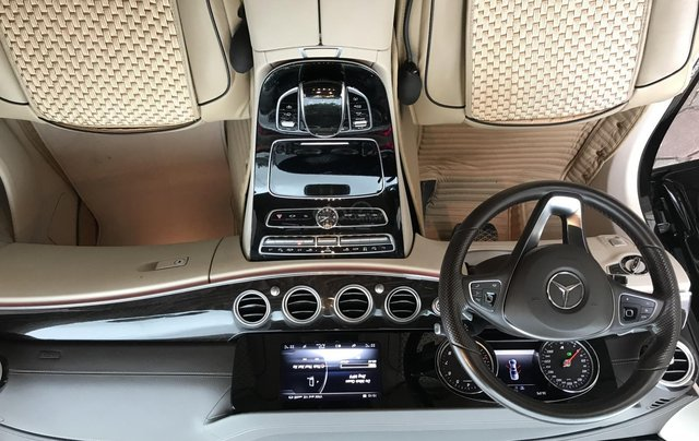 Cần bán Mercedes E250 sản xuất 2018, màu đen Hà Nội10