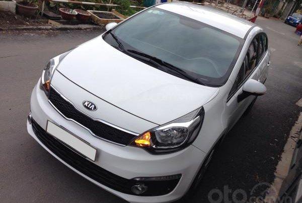 Cần bán xe Kia Rio 2016 màu trắng, số tự động2