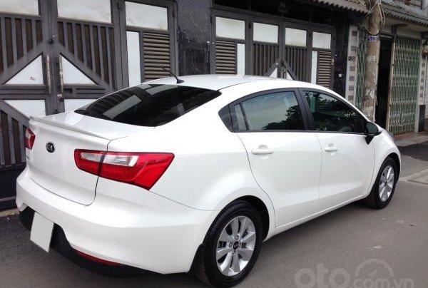 Cần bán xe Kia Rio 2016 màu trắng, số tự động3