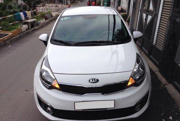 Cần bán xe Kia Rio 2016 màu trắng, số tự động0