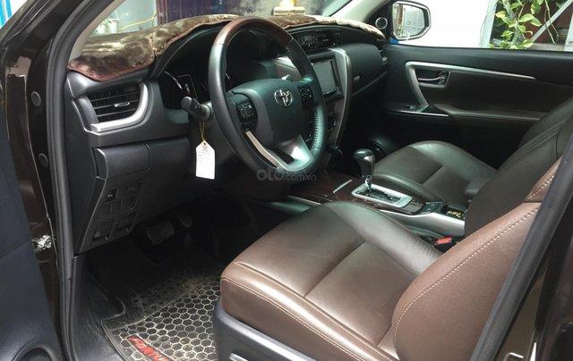 Cần bán xe Toyota Fortuner 2017, máy xăng, số tự động, màu cánh dán2