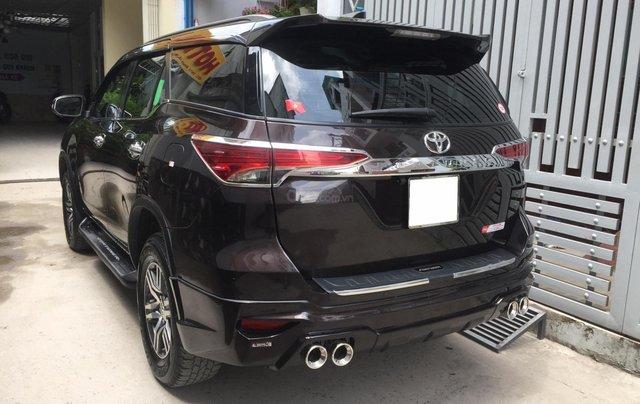 Cần bán xe Toyota Fortuner 2017, máy xăng, số tự động, màu cánh dán4