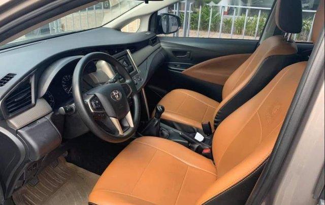 Bán Toyota Innova 2.0E 2017, màu xám, giá 678tr3