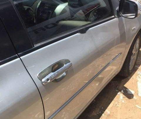 Cần bán gấp Toyota Vios đời 2012, màu bạc số sàn giá cạnh tranh0