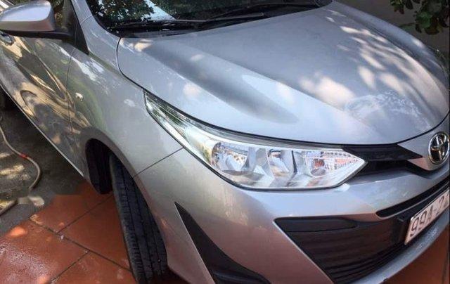 Cần bán xe Toyota Vios đời 2018, màu bạc giá cạnh tranh0