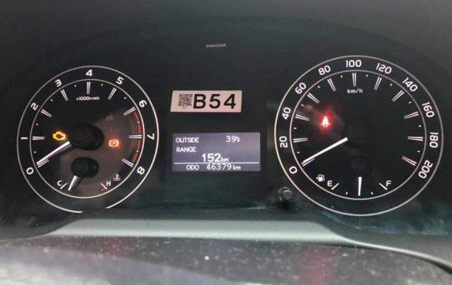 Bán xe Toyota Innova năm 2017, màu bạc, 680tr3