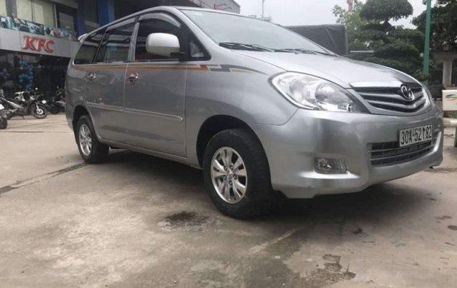 Cần bán gấp Toyota Innova 2008, màu bạc số sàn1