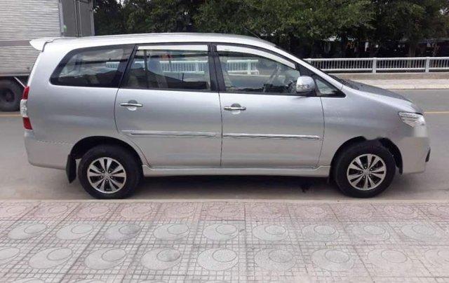 Cần bán lại xe Toyota Innova đời 2016, màu bạc giá cạnh tranh0