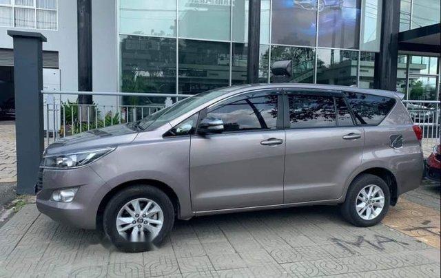 Bán Toyota Innova 2.0E 2017, màu xám, giá 678tr1