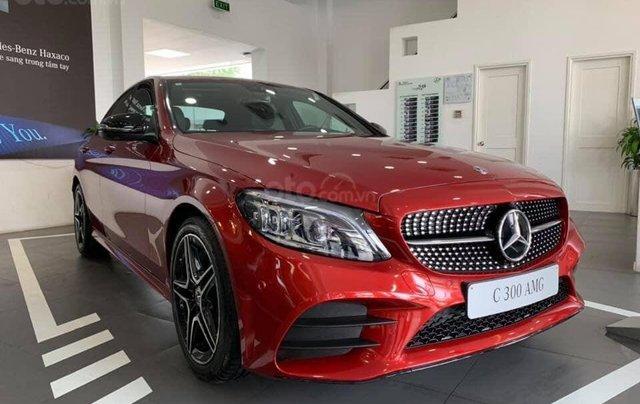 Bán Mercedes C300 AMG 2019, màu đỏ, khuyến mãi hấp dẫn, vay trả góp 80%, LS 0.77%/tháng cố định 36 tháng0