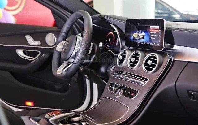 Bán Mercedes C300 AMG 2019, màu đỏ, khuyến mãi hấp dẫn, vay trả góp 80%, LS 0.77%/tháng cố định 36 tháng1