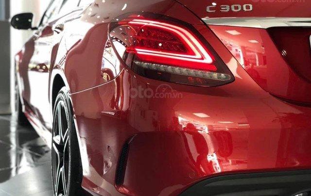 Bán Mercedes C300 AMG 2019, màu đỏ, khuyến mãi hấp dẫn, vay trả góp 80%, LS 0.77%/tháng cố định 36 tháng4