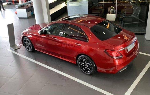 Bán Mercedes C300 AMG 2019, màu đỏ, khuyến mãi hấp dẫn, vay trả góp 80%, LS 0.77%/tháng cố định 36 tháng5