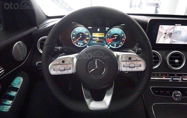 Bán Mercedes C300 AMG 2019, màu đỏ, khuyến mãi hấp dẫn, vay trả góp 80%, LS 0.77%/tháng cố định 36 tháng8
